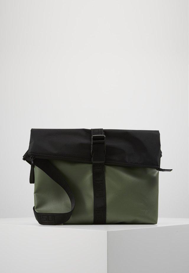 TOLJA SHOULDER BAG - Taška spříčným popruhem - olive