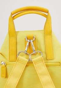 Jost - CHANGE BAG - Batoh - yellow - 6