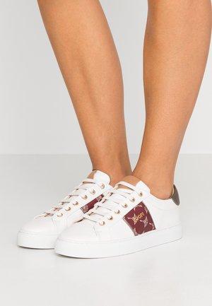 CORALIE - Sneakers laag - brown