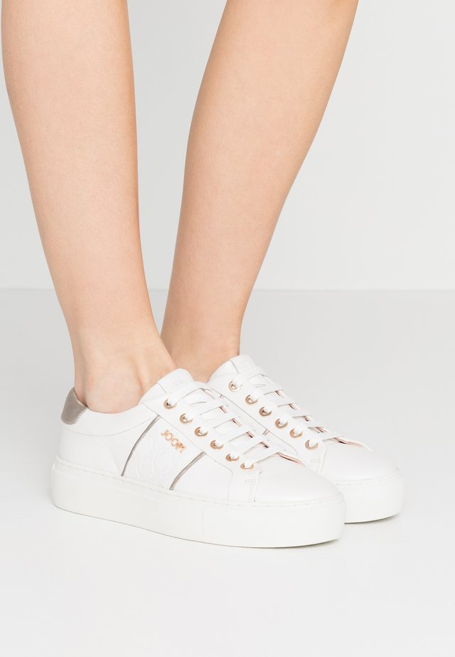 LISTA DAPHNE  - Sneaker low - white