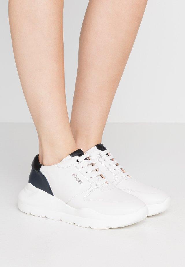 UNICO HANNA  - Trainers - white