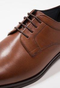 JOOP! - KLEITOS  - Elegantní šněrovací boty - cognac - 5