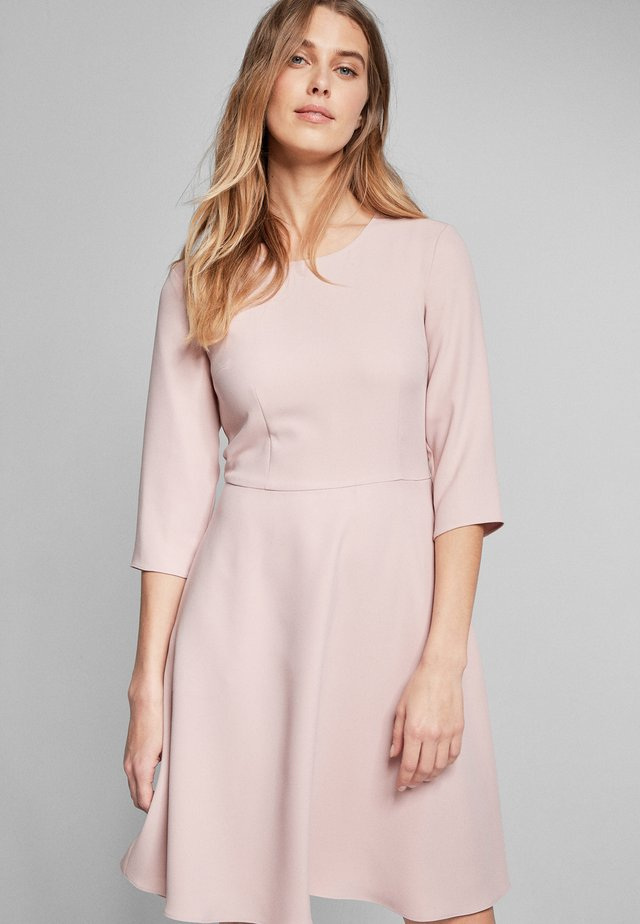 DAYNA - Korte jurk - rose