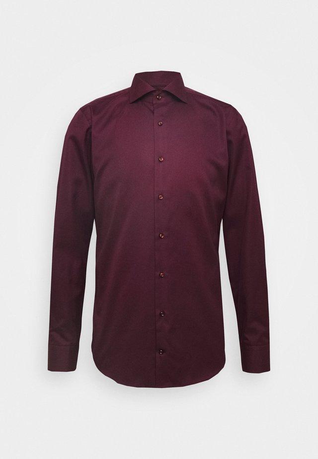 PANKO SLIM FIT - Business skjorter - dark red