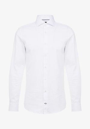 PANKO SLIM FIT - Formální košile - white