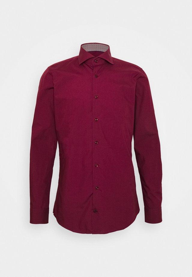 PANKOK - Zakelijk overhemd - dark red
