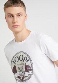 JOOP! Jeans - ALEX - Printtipaita - white - 4