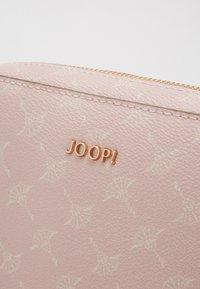 JOOP! - CORTINA CLOE - Taška spříčným popruhem - rose - 5