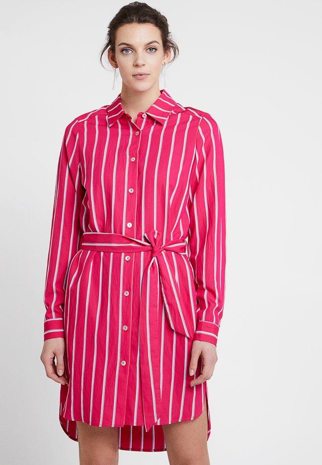 CLAY DRESS - Robe chemise - fuchsia