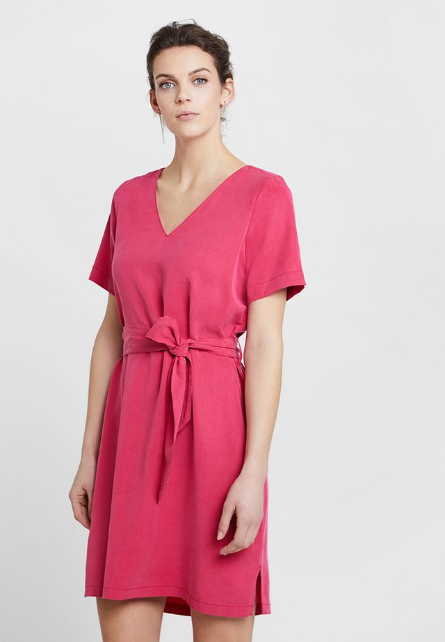 CISKA DRESS - Korte jurk - fuchsia