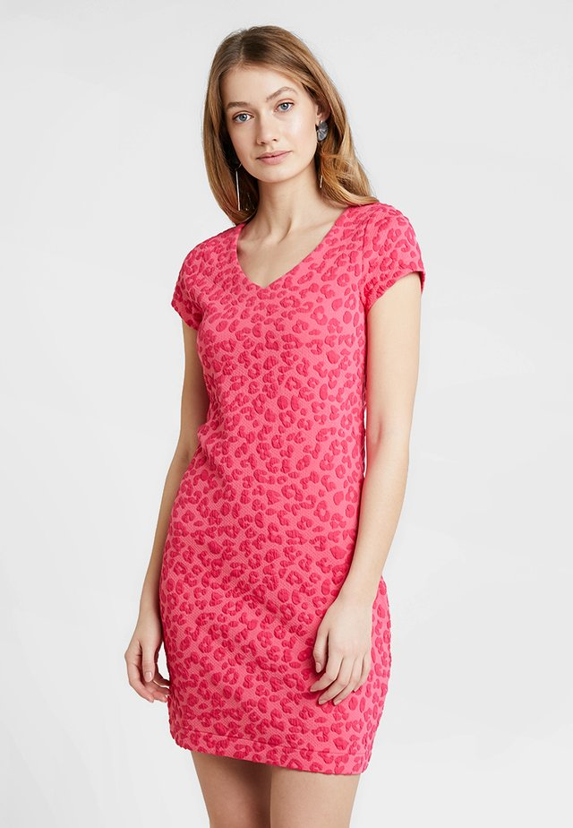 CLARITA DRESS - Etui-jurk - indian pink