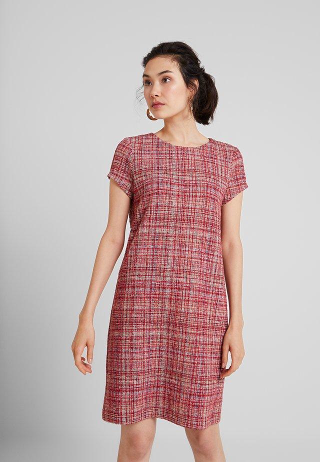 GINE DRESS - Stickad klänning - aubergine