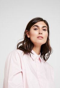 Josephine & Co - ASCOT BLOUSE - Skjortebluser - light pink - 3