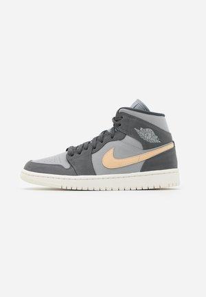 AIR 1 MID  - Sneakers hoog - iron grey/white onyx/light smoke grey