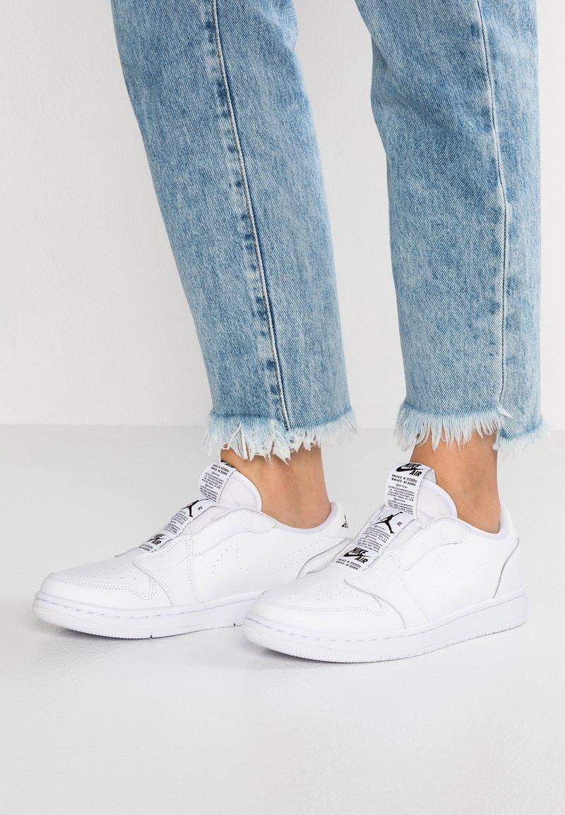 Jordan - AIR 1 RET - Sports shoes - white/black