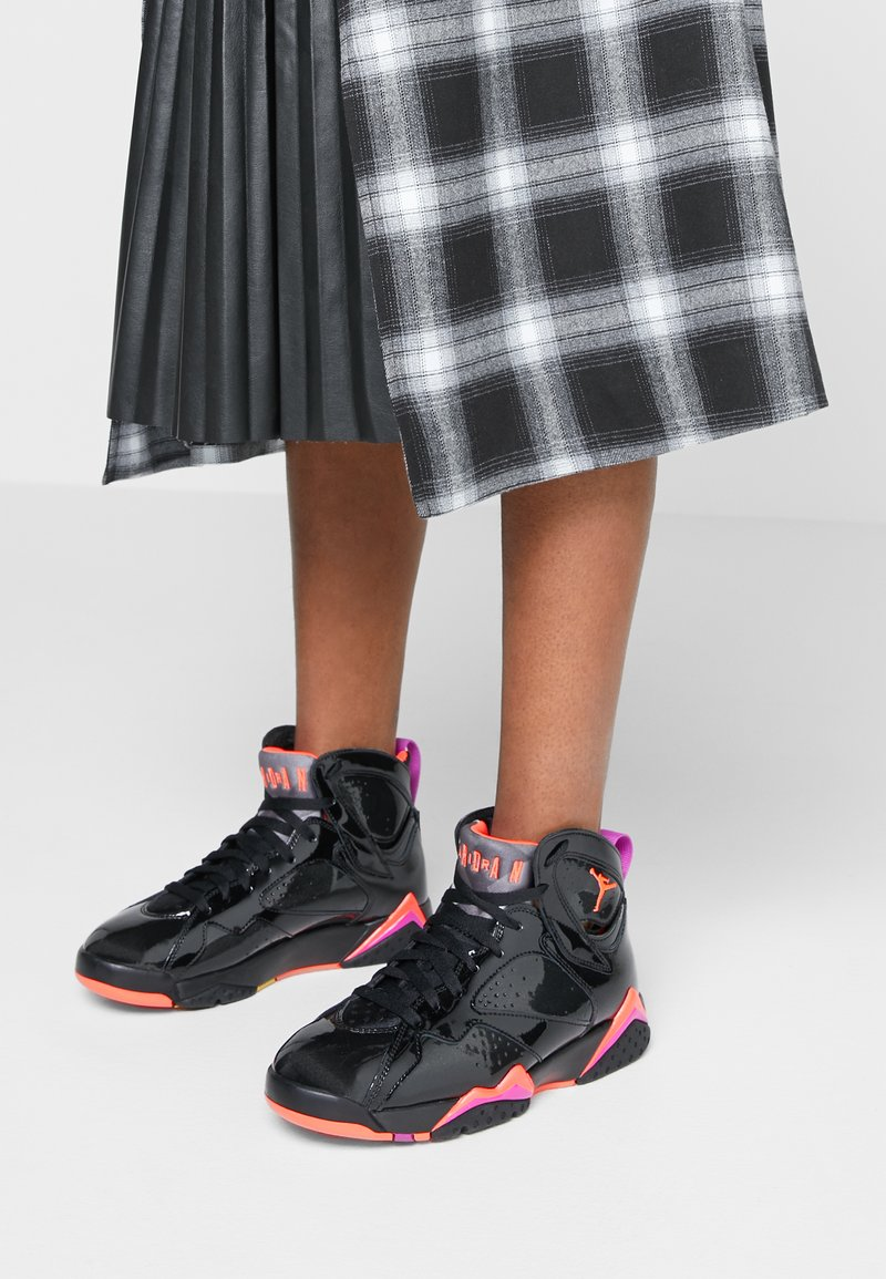 Jordan - AIR 7 RETRO - Zapatillas altas - black/bright crimson/anthracite/smoke grey