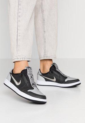AIR 1 SE - Slipper - black/medium grey/white