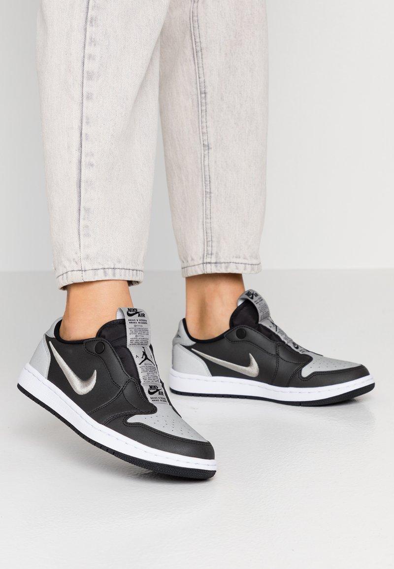 Jordan - AIR 1 SE - Instappers - black/medium grey/white