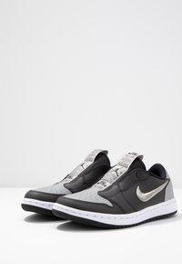 Jordan - AIR 1 SE - Instappers - black/medium grey/white - 4