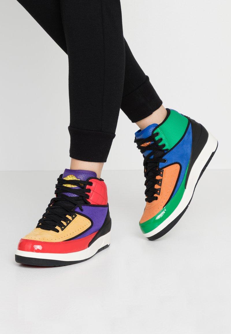 Jordan - AIR JORDAN 2 RETRO - Sneakers hoog - action red/black/cosmic purple