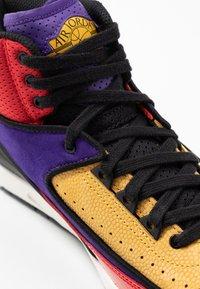 Jordan - AIR JORDAN 2 RETRO - Sneakers hoog - action red/black/cosmic purple - 2