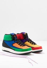 Jordan - AIR JORDAN 2 RETRO - Sneakers hoog - action red/black/cosmic purple - 7