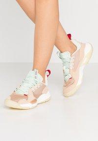 Jordan - DELTA - Trainers - shimmer/sail/tan/light cream/rust factor/galactic jade - 0