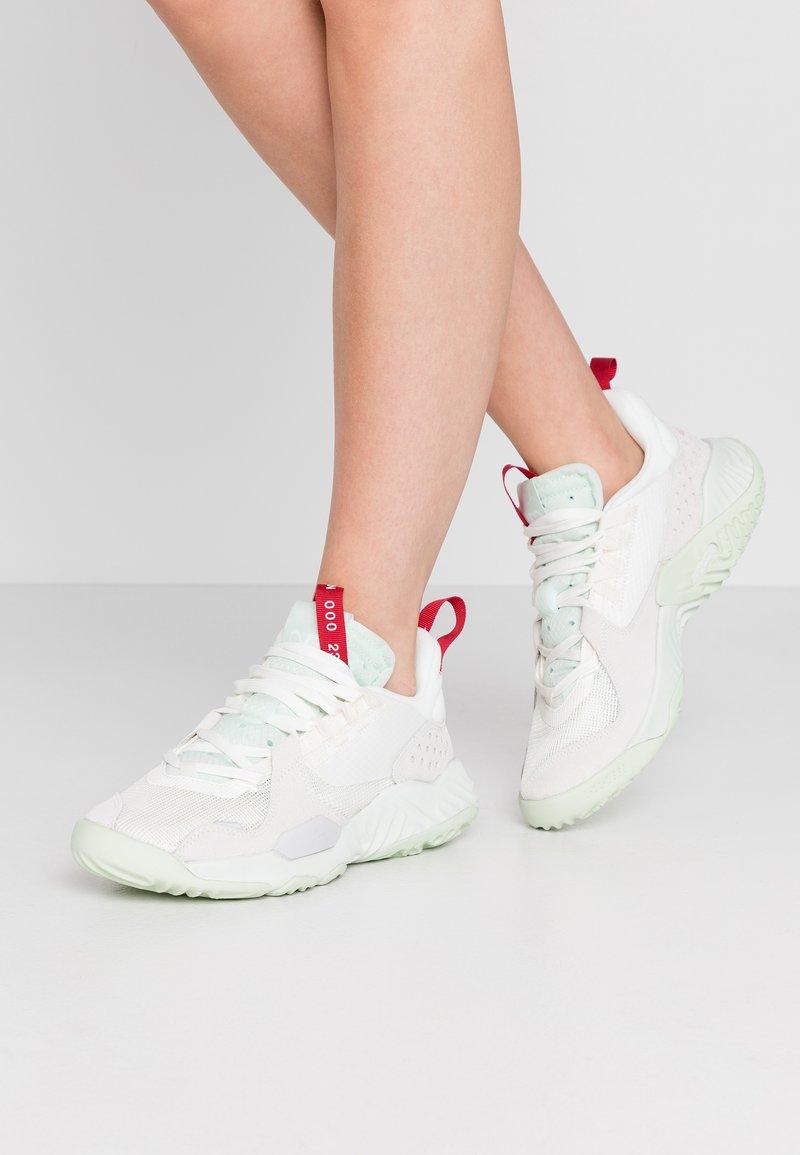 Jordan - DELTA - Sneakers laag - sail/jade aura/spruce aura/gym red