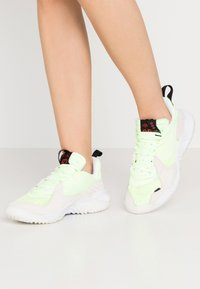 Jordan - DELTA - Sneakers laag - barely volt/chile red/black/sail/white - 0