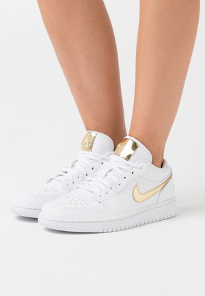 AIR 1 SE - Sneakers - white/metallic gold