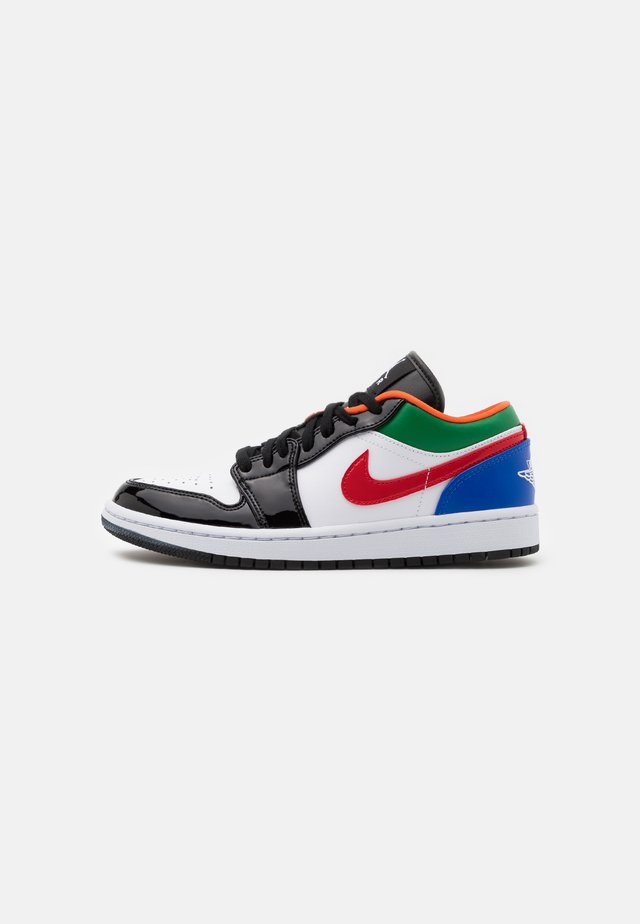 AIR 1 SE - Sneakersy niskie - white/hyper royal/university red/pine green