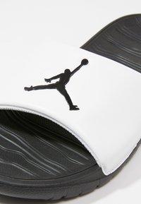 Jordan - BREAK - Sandaler - white/black - 5