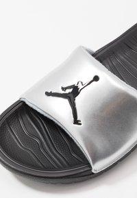 Jordan - BREAK - Mules - metallic silver/black - 5