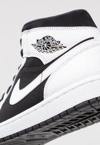 Jordan - AIR JORDAN 1 MID - High-top trainers - white/platinum - 5
