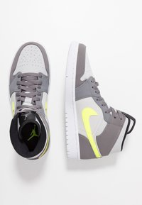 Jordan - AIR JORDAN 1 MID - Zapatillas altas - gunsmoke/volt/neutral grey/white/black - 1