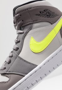 Jordan - AIR JORDAN 1 MID - Zapatillas altas - gunsmoke/volt/neutral grey/white/black - 6
