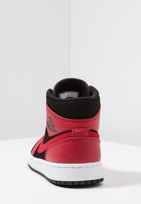 Jordan - AIR JORDAN 1 MID - Korkeavartiset tennarit - black/white/gym red
