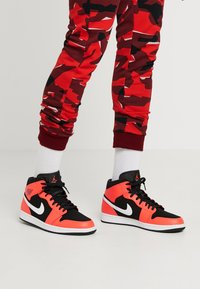 Jordan - AIR JORDAN 1 MID - Sneakers hoog - red - 0