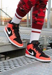Jordan - AIR JORDAN 1 MID - Sneakers hoog - red - 8