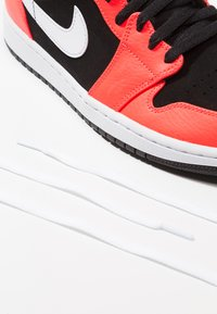 Jordan - AIR JORDAN 1 MID - Sneakers hoog - red - 6