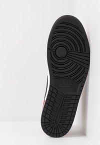 Jordan - AIR 1 MID - Korkeavartiset tennarit - black/gym red - 4