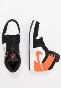 Jordan - AIR 1 MID - Sneaker high - black/starfish/white - 1