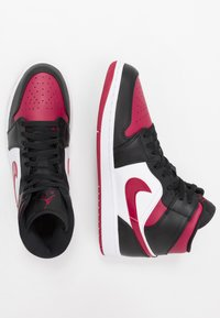 Jordan - AIR JORDAN 1 MID - Höga sneakers - black/noble red/white