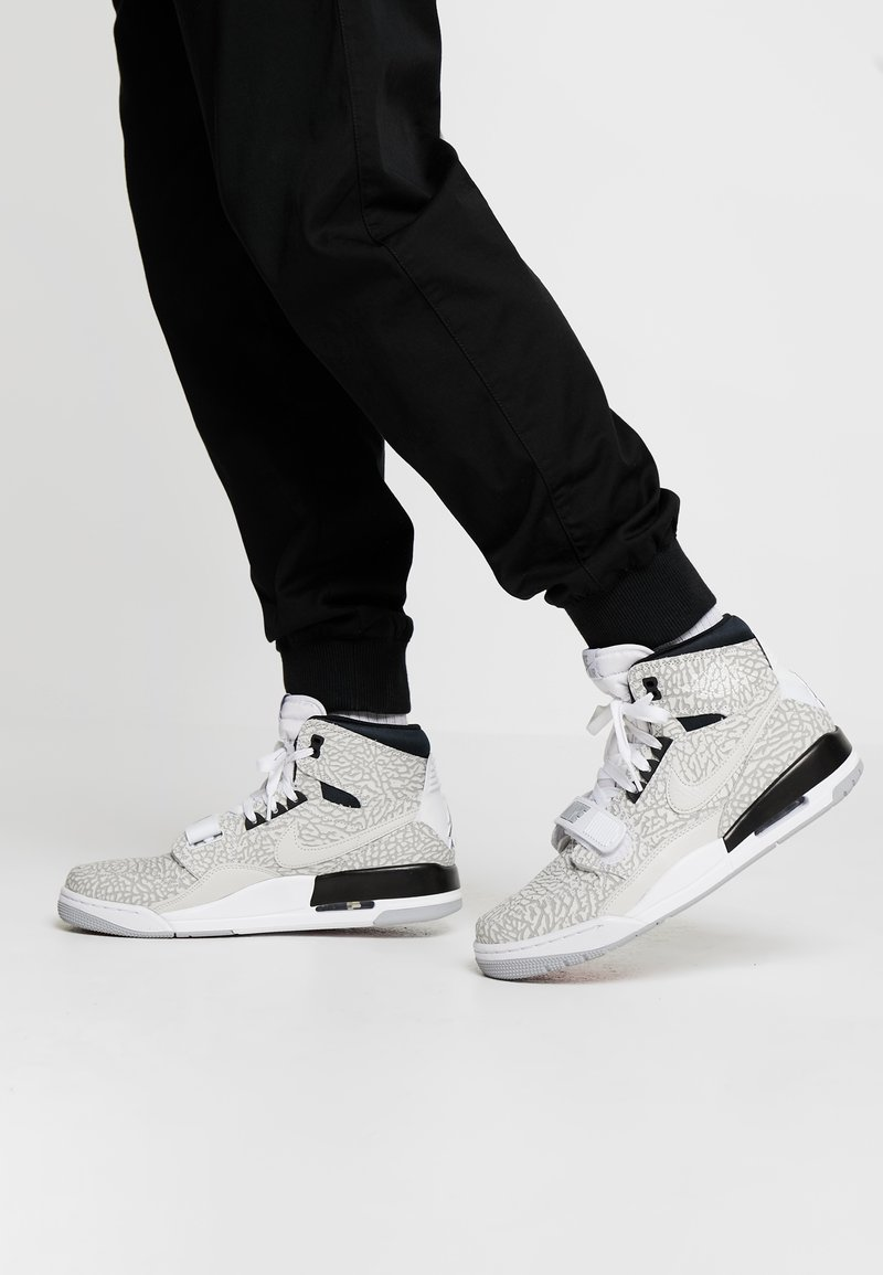 Jordan - AIR LEGACY - High-top trainers - white/black