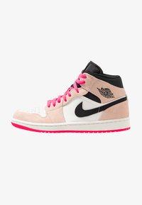 crimson tint/hyper pink/black/sail