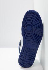 Jordan - AIR 1 MID SE - Höga sneakers - deep royal blue/black/half blue/universal red - 4