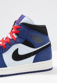 Jordan - AIR 1 MID SE - Höga sneakers - deep royal blue/black/half blue/universal red - 6