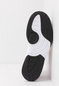 Jordan - MAX AURA - Sneaker high - white/black/gym red - 4