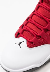 Jordan - MAX AURA - Korkeavartiset tennarit - white/black/gym red - 5