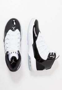 Jordan - MAX AURA - Korkeavartiset tennarit - black/white - 1